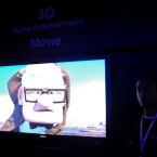 In der abgedunktelten Halle von Sony können Besucher 3D-Fernsehen live erleben