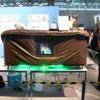 Sofa mit integrierter Lichtshow und Display.
