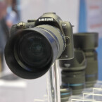 Die NX-Reihe soll keinen Micro-Four-Thirds-Sensor verwenden, sondern einen Bildsensor im APS-C-Format.
