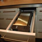 Der Toaster lässt sich in Küchenschubladen mit einer Mindestbreite von 30 Zentimetern montieren.