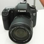 Die neue Spiegelreflexkamera von Canon kommt mit 18 Megapixel-Bildsensor und Full-HD-Videoaufzeichnung.