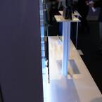 Neben bestechender Bildqualität gestattet die neue Anzeigetechnik eine extrem leichte und dünne Bauweise. Das Ausstellungsstück von LG ist gerade mal 3 Millimeter tief und wiegt nur 320 Gramm.