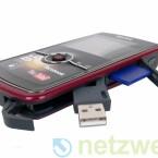 Wie ein Schweizer Taschenmesser: Der integrierte USB-Anschluss und die SD(HC)-Speicherkarte.