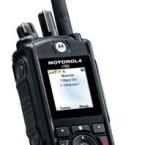 Auch bekannte Handy-Hersteller überraschen mit exotischen Modellen. Die amerikanische Firma Motorola etwa hat mit dem r765IS ein nach Militärstandards wasser- und staubdichtes Handy im Programm. Es soll zudem besonders sturzunempfindlich sein. Wer dieses Modell am Gürtel trägt, fällt bestimmt auf.