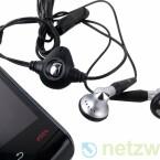 Im Lieferumfang enthalten ist ein kabelgebundenes Headset.