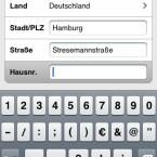 Über die Auswahl der Adresse mithilfe der iPhone-Tastatur berechnet Skobbler sehr schnell die passende Route.