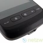 Unterhalb des Displays platziert HTC eine Sensorleiste zum Vergrößern und Verkleinern von Inhalten, etwa Fotos.