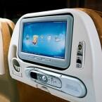 Bedienellement am Vordersitz bei Singapore Airlines.