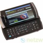 Das Sony Ericsson Vivaz pro kostet etwa 30 Euro mehr als das Sony Ericsson Vivaz, bietet dafür eine gute ausziehbare Tastatur.