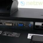 Display Port, DVI, VGA, Audio-Eingang, und drei verschiedene USB-Anschlüsse.