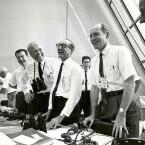 Entspannt schauen die Mitarbeiter der NASA nach dem Start der Apollo 11. (Bild: NASA/Flickr)