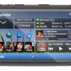 Das C7 bietet auf dem Startbildschirm eine Übersicht über Neuigkeiten aus sozialen Netzwerken. (Bild: Nokia)