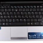 Ausreichend große Tastatur mit großzügigen Handballenablagen.