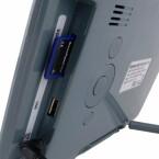USB-Anschluss und Lesegerät für SD(HC)- und MMC-Speicherkarten sowie Memory Sticks.