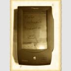 Eigentlich hat Peter Z. eine ganze Slideshow geschickt, wodurch sich der Apple Newton selber vorgestellt hat. Als Preis erhält er den Cisco Flip Mino HD.