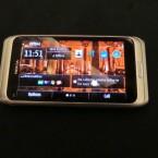 Im zugeklappten Zustand ist das E7 kaum vom bereits erhältlichen Nokia N8 zu unterscheiden. (Bild: netzwelt)