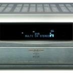 Groß, schwer, mächtig: der Denon AVR-4810. Trotz der gigantischen Ausstattung wirkt die Front des AV-Receivers sehr aufgeräumt. (Bild: netzwelt.de)