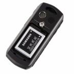 Der Slot für die MicroSD-Karte befindet sich unter dem Akku.