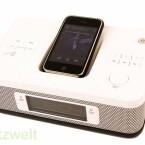 Das Uhrenradio ist bis auf den iPod Shuffle, der sich nur via Line-In anschließen lässt, zu den meisten i-Devices kompatibel. (Bild: netzwelt)