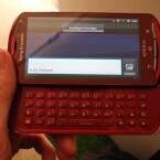 Das Xperia Pro bietet im Gegensatz zum Modell Xperia Neo eine ausziehbare Volltastatur. (Bild: netzwelt)