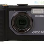 Objektiv mit fünffachem Zoom und ein CCD-Sensor mit 12,1 Megapixeln Auflösung.