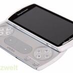 Unter dem Display verbirgt sich ein Gamepad im Playstation-Design. (Bild: netzwelt)