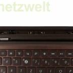 Das Dock im Detail, der kleine silberne Schalter verriegelt und entriegelt das  Tablet.