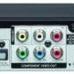 Obwohl der Player einen Lüfter besitzt (ganz links im Bild), arbeitet er sehr leise. Neben einer HDMI-Schnittstelle bietet der BD 670 auch noch zwei analoge Videoausgänge. (Bild: netzwelt)