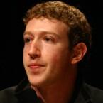 Der 27-Jährige startet mit seinem Sozialen Netzwerk Facebook durch. Forbes schätzt sein Vermögen auf 17,5 Milliarden US-Dollar und setzt ihn auf Platz 14 der Liste (Bild: Jason McELweenie, via Wikipedia).