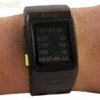 Nach einer Trainingseinheit können Informationen wie Laufzeit und verbrauchte Kalorien auf dem Monochrom-Display (168 x 144 Pixel) abgelesen werden. (Bild: netzwelt) wie