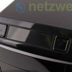 Sehr leichtgängiger Ein- und Ausschaltknopf mit LED-Infoleiste und eine Taste zum Aktivieren der Overclocking-Funktion.
