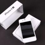 Vom Verkaufsstart an gibt es das Smartphone in den Farben Schwarz und Weiß.