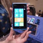 Das Display des Nokia Lumia 900 misst 4,3 Zoll. (Bild: netzwelt)