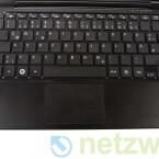 Die Tastatur fällt vergleichsweise groß aus, quetscht sich dafür aber auch auf den vorhandenen Platz.