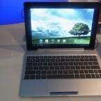 Wie dies bei Transformer-Modellen von Asus üblich ist, bietet auch das Transformer Pad 300 eine Tastatur-Dock. (Bild: netzwelt)