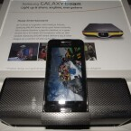 Die Dockingstation bietet Stereo-Lautsprecher und eine Halterung für das Galaxy Beam. (Bild: netzwelt)