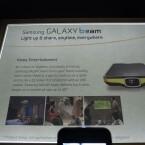 Die Zielgruppe des Galaxy Beam sind Businessnutzer, allerdings soll sich mit dem Handy bequem auch ein Film schauen lassen. (Bild: netzwelt)