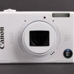 Über ihr WLAN-Modul überträgt die Kamera Fotos und Videos drahtlos zu Computern oder ins Internet.