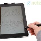 Beim Schreiben wie beim Zeichnen mit dem elektrischen Stift macht sich ein Versatz bemerkbar. (Bild: netzwelt)