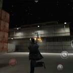 Kurz vor seinem Tod aber mit einigen Schmerztabletten im Gepäck feuert Max Payne auf seine Gegner von unten mit seinen beiden Ingrams. (Bild: Rockstar Games)