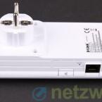 An der Seite verbaut D-Link einen Ethernet-Anschluss, Kopplungsbutton und Reset-Schalter. (Bild: netzwelt)