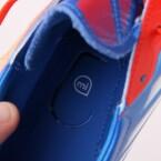 Die Schuhe besitzen ein kleines Fach für den Tracking-Sensor. (Bild: netzwelt)