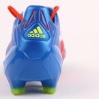 Der Fußballschuh ist in verschiedenen Farbkombinationen in den Größen 39 bis 48 erhältlich. (Bild: netzwelt)