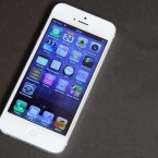 Das mehr an Display-Platz nutzt Apple für eine zusätzliche Icon-Reihe. (Bild: netzwelt)