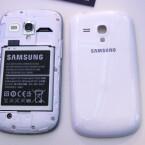 Der Akku des Galaxy S3 Mini lässt sich wechseln. (Bild: netzwelt)
