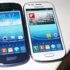 Das Samsung Galaxy S3 Mini gibt es zum Start in den Farben Blau und Weiß. (Bild: netzwelt)