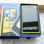 Farblich umso auffälliger ist das Lumia 920 selbst. Das Das Modell gibt es in Gelb, Rot, Schwarz und Weiß. (Bild: netzwelt)