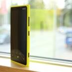 Das Nokia Lumia 920 erstrahlt im bewährten Design des finnischen Handyherstellers. Das schon beim Nokia N9 zum Einsatz kam. (Bild: netzwelt)