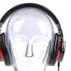 Stylish: Die Studio-Kopfhörer geben sowohl auf der Straße als auch im Wohnzimmer eine gute Figur ab. (Bild: netzwelt)