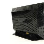 Vier Gigabit-Anschlüsse, eine WAN-Schnittstelle, ein USB-Port auf der Rückseite. (Bild: netzwelt)